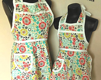 Matching mother/daughter apron set
