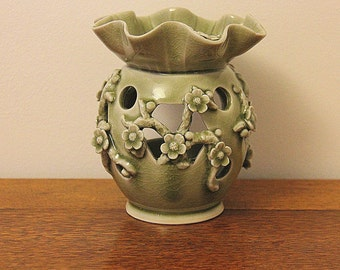 Open Celadon pot pourri crock heater