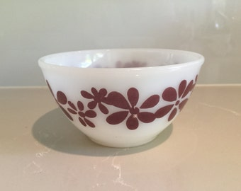 """Vintage Pyrex """"Daisy Chain"""" Mixing Bowl"""
