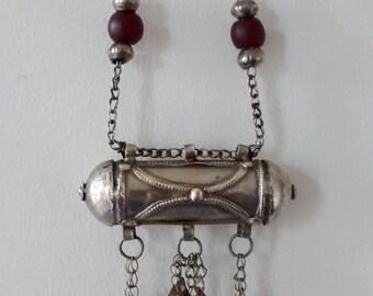 Yemeni silver pendant, talisman pendant, hirz, kitab with chain, amber decoration, ethnic jewellery, Bedouin jewellery