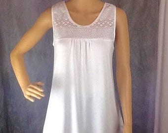 White crochet and jersey vest top, size 10/14