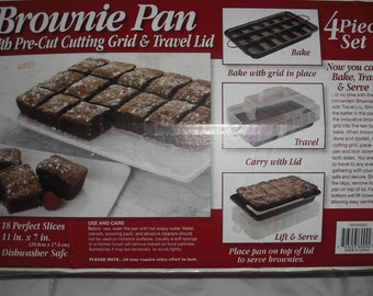 Brownie Pan with Pre-cut Cutting Grid & Travel Lid