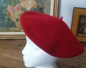 Béret français, béret rouge, béret vintage, béret adulte, chapeau adulte, chapeau mode, mode française, mode vintage, fashion accessoire
