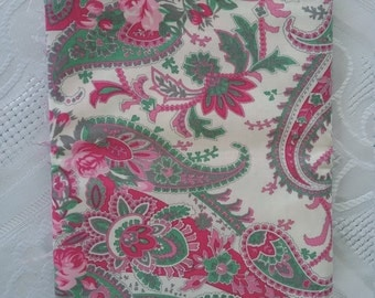 One Fat quarter//100% cotton//quilting fabric//pink//green//white//floral//craft//patchwork