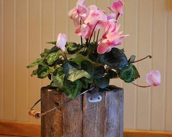 barn wood bucket / wood recycle/Flowerpot /mariage