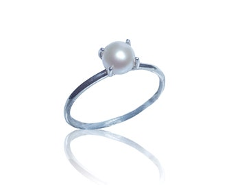 Silver pearl ring / Made to order