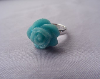 Small light blue glitter statement adjustable ring.