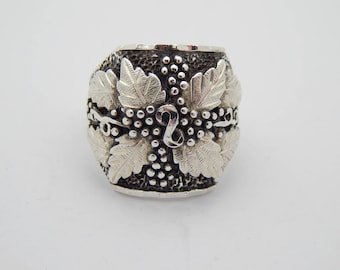 Sterling silver grape leaf ring