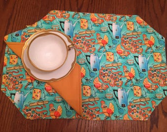 Placemats Aprons, Set of 4 approximately 18.5 x 12.5, Reversible,