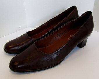 Dark brown Van Dal Trina court Shoes, made in England. Size 6.5