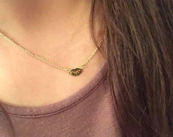 Gold Lips Pendant Necklace