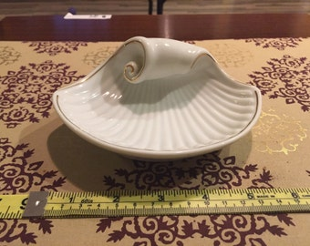 Beautiful Nostalgia fine china dish from 1940. 18K gold accents