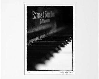 "Danilo Böhme ""Piano"", Schwarzweiß-Fotografie, FineArt Print im Passepartout, Original, Vintage Print, Limitiert, Handsigniert"