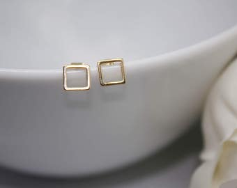 Small stud earring square yellow gold shiny