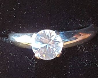 6.3mm natural white zircon and silver ring. Size 7
