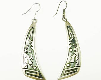 Very Neat Sterling Silver Native American Carving Dangle Earrings