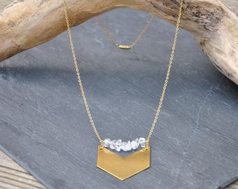 With chevron in brass and quartz necklace