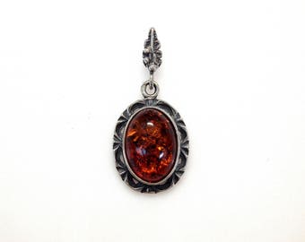 Sterling Silver Oval Cut Amber Leave Design Pendant