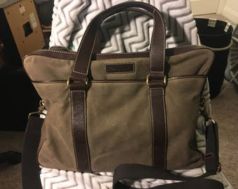 Like NEW cole haan messenger bag large size fits 15-17 in laptop
