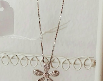 Silver 50 cm short necklace with flower-shaped pendant with zirconia.