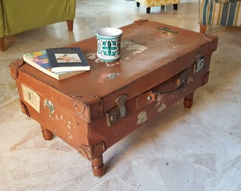 Original vintage suitcase coffee table. Upcycling coffee table. Design coffee table