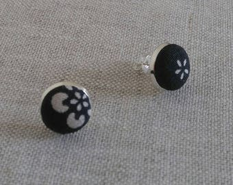 Pair of stud earrings with vintage kimono fabric