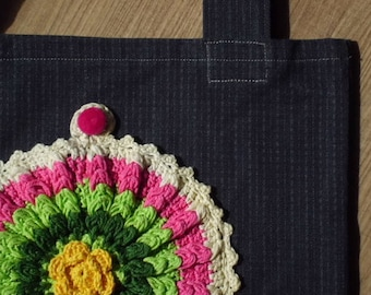 Shoppers with crochet bag