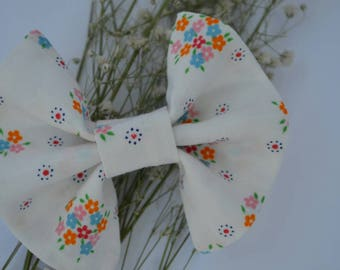 Vintage fabric bow - Clip-in Bow - Floral bow - Baby Bow - Toddler bow