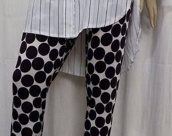 Fine mesh of polyester and elastane large polka dot leggings