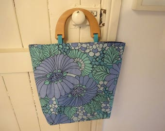 Retro Blue Flower bag with Wooden Handles
