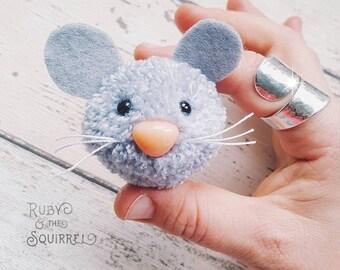 Maltilda mouse brooch. Sweet little pompom mouse badge.