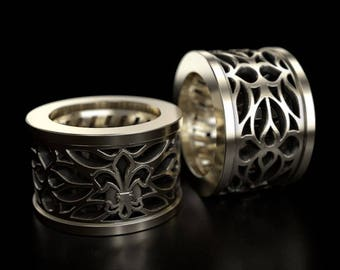 "Men's silver / gold ring ""The Royal lilly"" by Frangue."