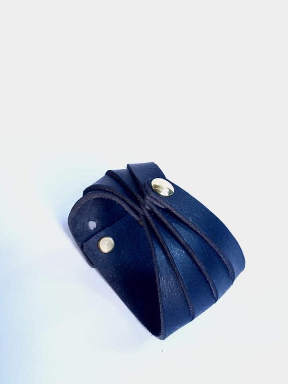 Tether cuff