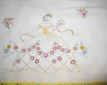 Vintage Dresser Scarves, Dresser Scarf, Cotton Linens, Women Girls with Large Dress, Embroidery Paint on Fabric, Yellow Lace, Butterfly