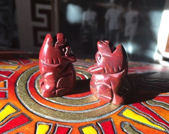 Red Jasper COYOTE gemstone carving totem fetish little statue howling wolf