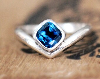 Blue topaz ring, sterling silver london blue topaz ring, chevron ring,  bezel gemstone ring, blue topaz, Arrow, ready to ship size 6.5