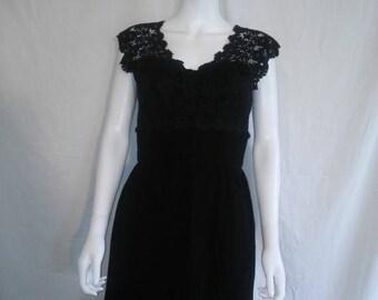 Closing Shop Sale 40% Off 50's 1950's black dress, Lace top wiggle dress 50s