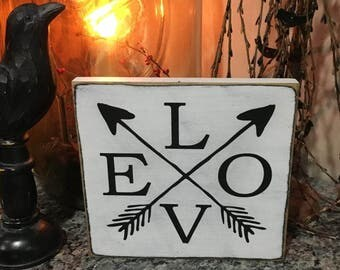 Love w/ Arrows  Handpainted Primitive Wood SIgn Wall hanging plaque Farmhouse Country Typography