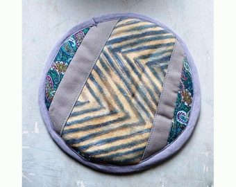 Recycled textile trivet patchwork suspendable #003