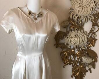 1940s gown candlelight satin wedding dress size xx small vintage gown wedding dress ivory dress 22 waist