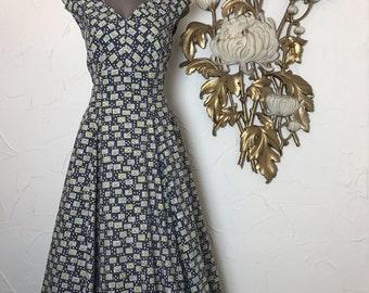 1950s dress novelty print dress cotton dress atomic print dress size medium vintage 50s 2 piece set