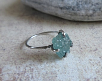 Aqua Blue Apatite Ring, 925 Sterling Silver, Raw Apatite Stackable Ring, Size 5, Rustic Gemstone Jewelry