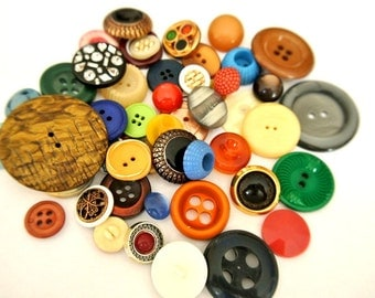 50 Antique and vintage plastic buttons, 50 designs in great price / 11