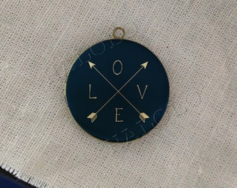 Love and Arrows round antique brass locket 32mm  (LD222)