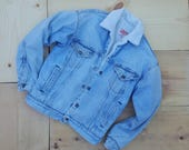 Vintage Denim Jacket //  Vtg 80s LEVI'S Made in the USA Levi Strauss Distressed Trashed Fleece Lined Faded Denim Jacket
