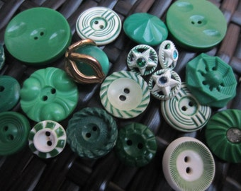 Vintage Buttons -  St. Patrick's Cottage chic mix of green and white lot of 20, some rhinestone and old and sweet(jan 4-17)