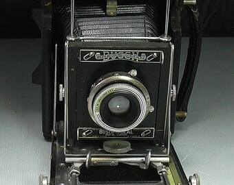 Vintage Busch Pressman 2 1/4 by 3 1/4 Folding Camera for Display