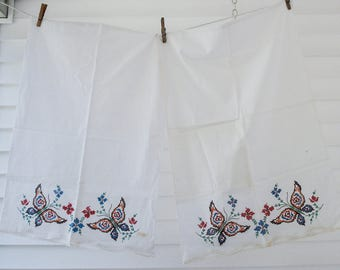 Brand new vintage floral percale pillowcases - with stitch pattern and crochet edges