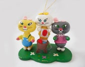 Vintage 3 Kittens Painted Wooden Miniature Ornament Nursery Decor Lost Mittens Bright Colors Funny Kitty Cats Figurine Kids Room Holiday