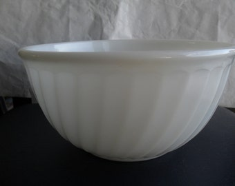 Pyrex White Mixing Bowl Fire King Vintage Swirl
